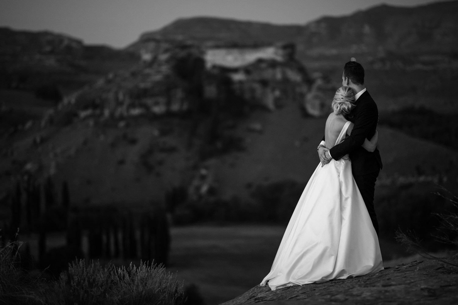 Bride And Groom Portrait In Epic Vancouver Mountain Location Dusk