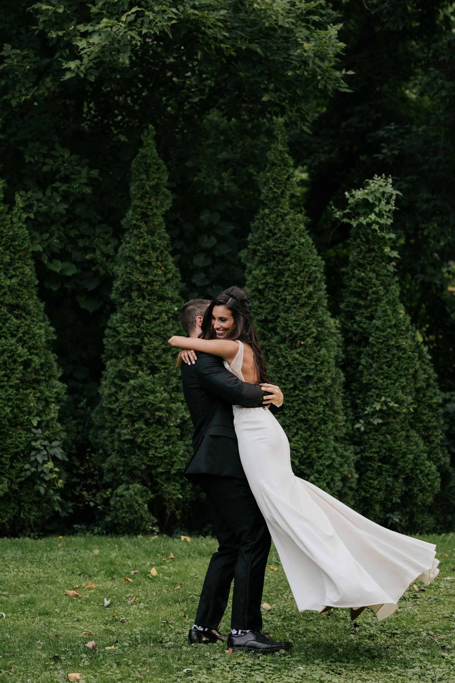 Non posed Vancouver wedding photographer at Madsen's Greenhouse wedding venue in Newmarket close to Toronto