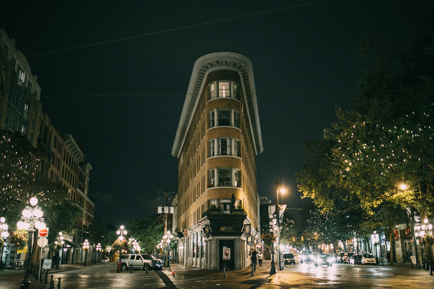 The flatiron building in Gas town, Vancouver at night