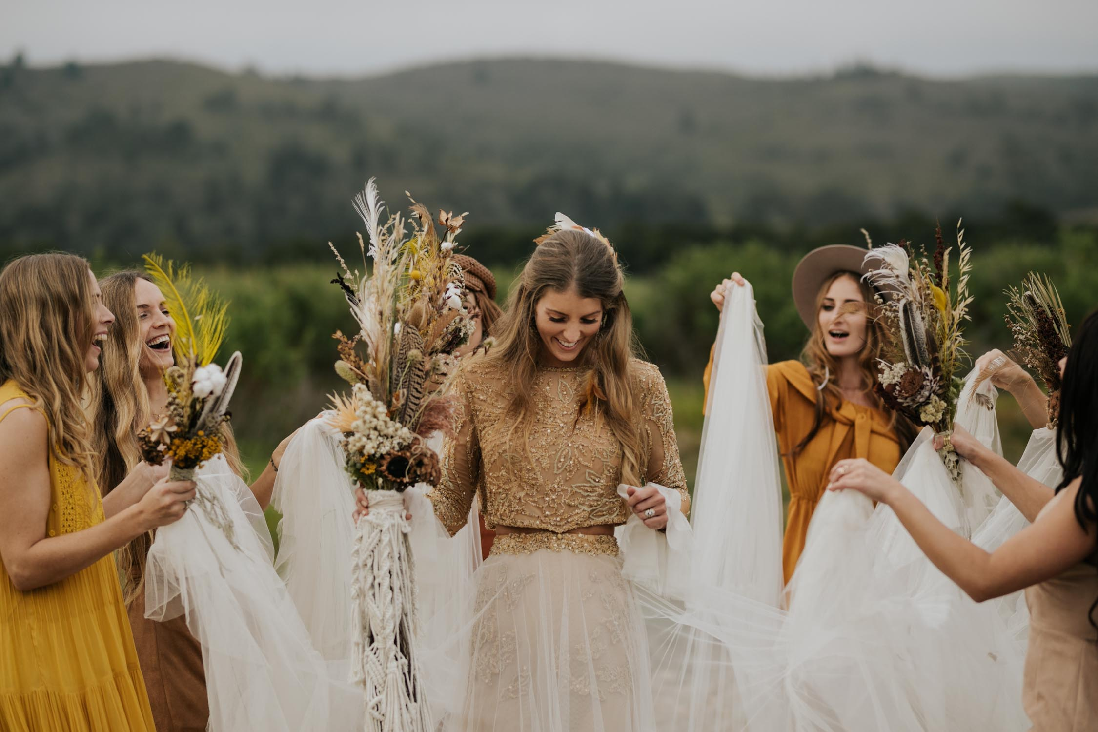 The ultimate boho gypsy bridesmaids outfits made of gypsy sunshine and rust coloured dresses and hats