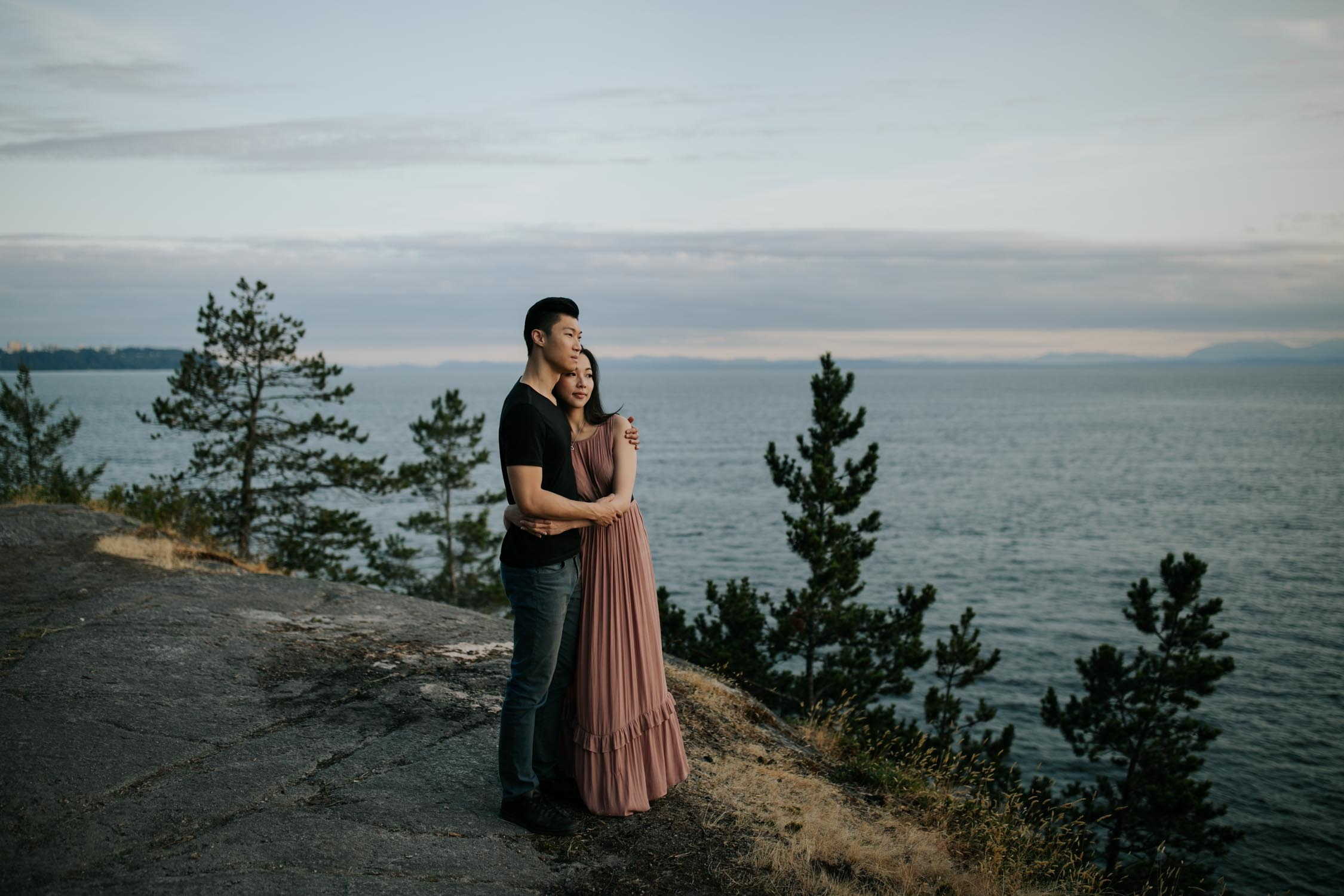 Storyteller Wedding Vancouver Wedding Photographer takes engagement shoot photos of engaged couple at Lighthouse Park at dusk