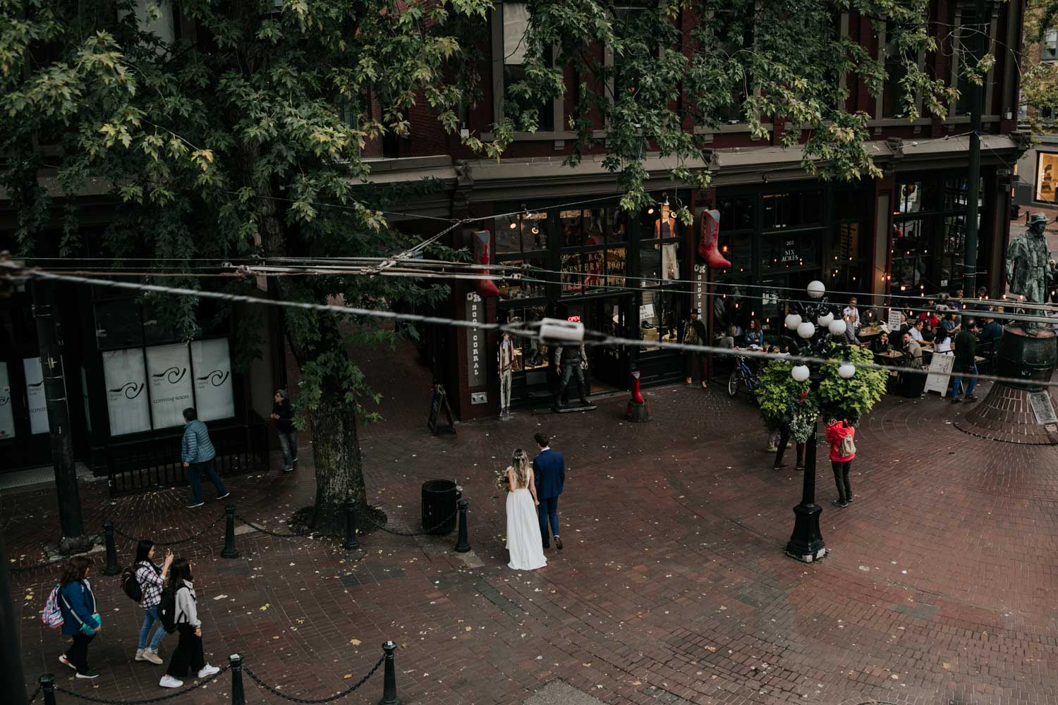 Wedding couple photo session on the city streets of Gastown in Vancouver